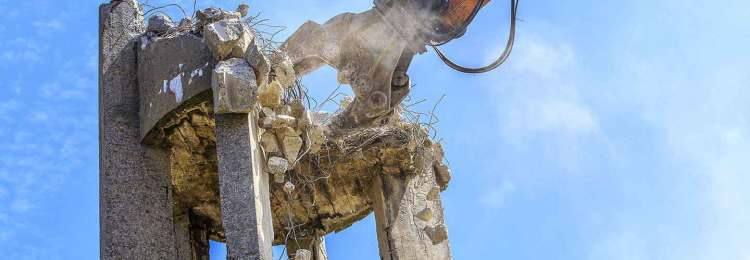 maquina demolicion en altura